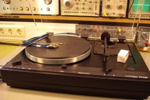audiotronic-2009-12-013EBE6D28F-61ED-5F25-421C-19AEDC1F2867.jpg
